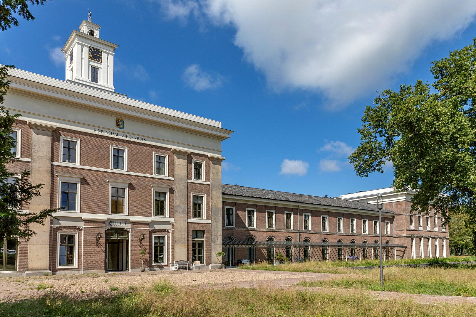 Carre van Bloemendaal transformatie restauratie ziekenhuis naar woningen